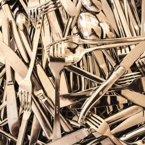 How to clean steel cutlery