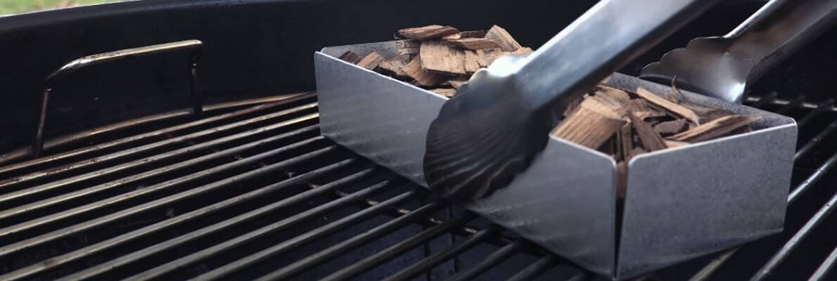 Smoker box for a gas grill